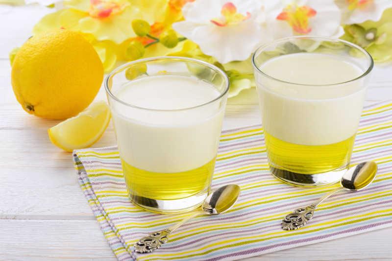 牛奶甜点柠檬果冻布丁