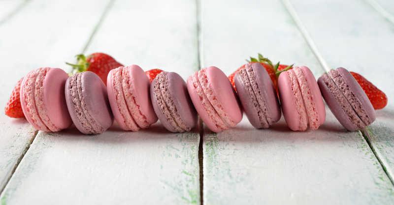 蛋白杏仁甜饼草莓