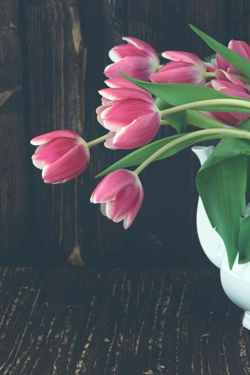 放在花瓶中的郁金香