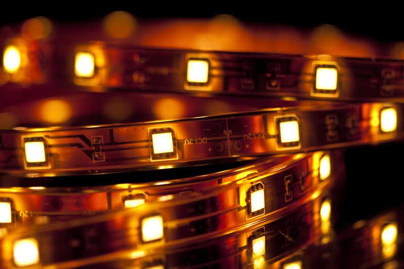 发光的LED花环灯