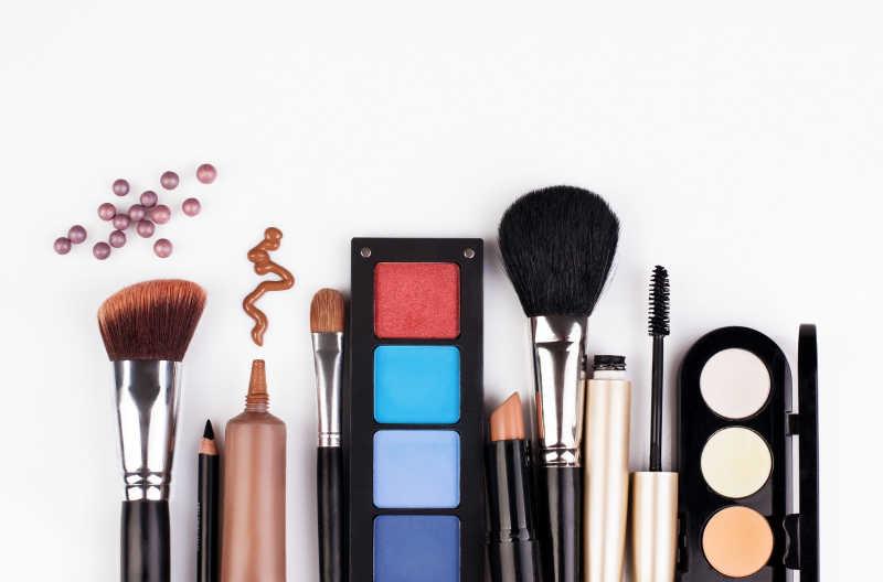 化妆刷和化妆品