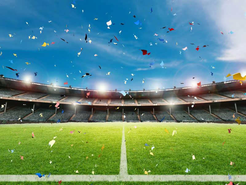 以足球场为背景庆祝纸屑