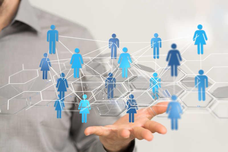 手掌上的虚拟网络人物关系概念
