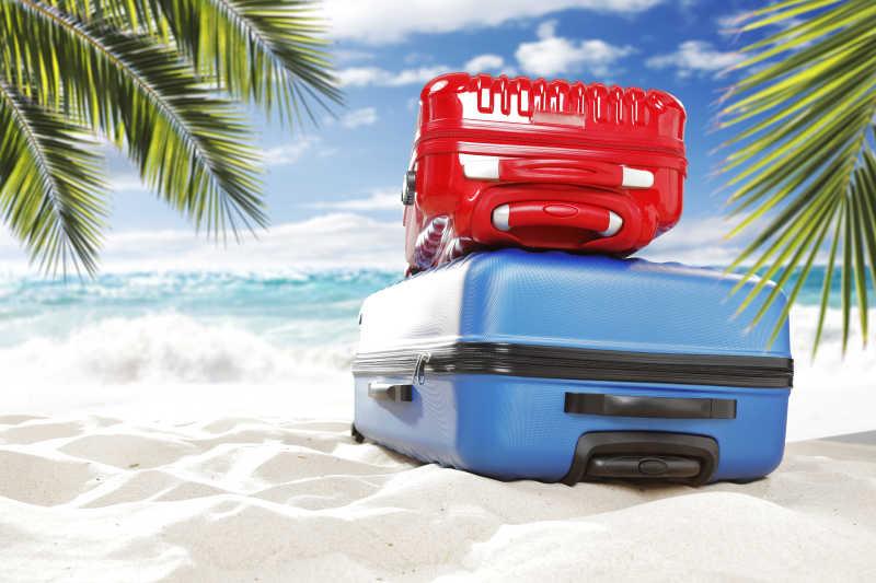 手提箱和海滩