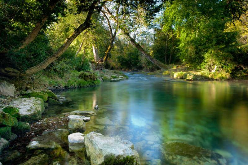 法国美丽的江湖河畔