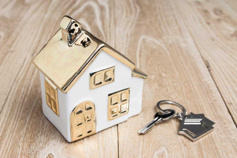 木背景房屋模型