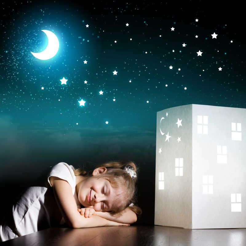 在黑暗中梦到家和家人的小可爱女孩