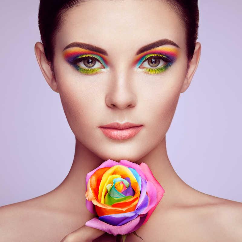 多彩玫瑰与完美妆容的美女画像