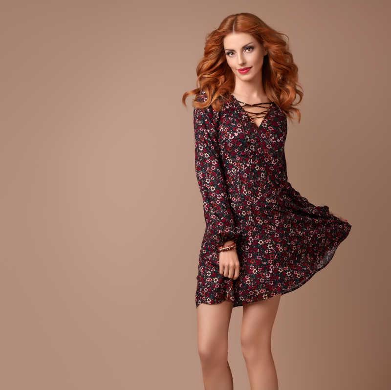 时尚春夏季服饰时尚波西米亚风的美女