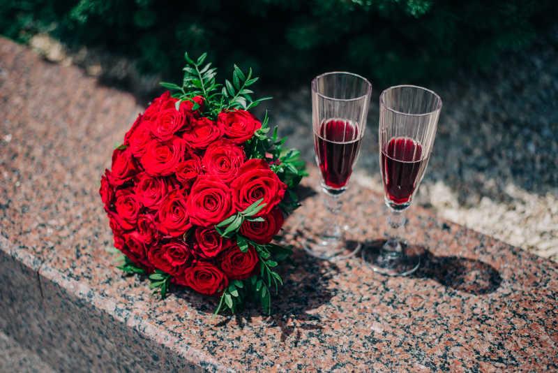 小小新娘婚纱照片_捧花特写图片-新娘手拿玫瑰捧花特写素材-高清图片-摄影照片-寻 ...