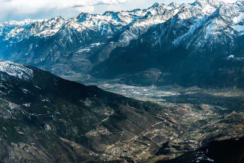 瓦莱达奥斯塔阿尔卑斯山雪景