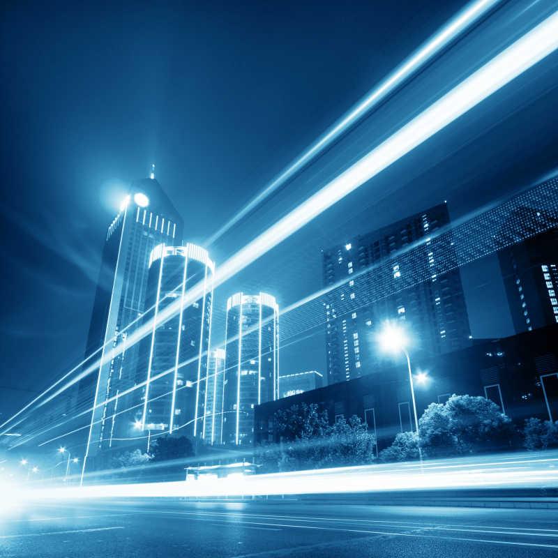 上海陆家嘴金融贸易区的现代城市夜景霓虹灯