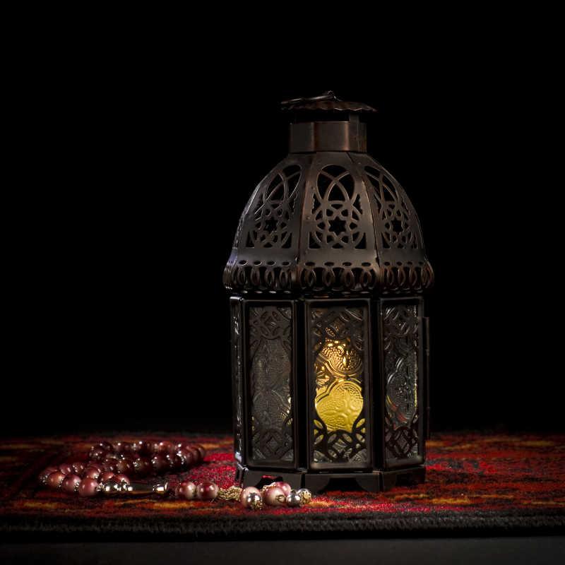 阿拉伯灯笼和木念珠