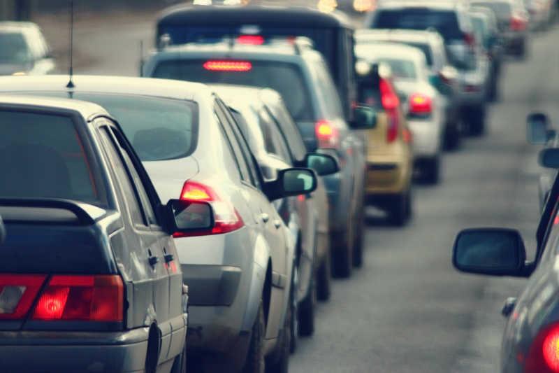 道路交通高峰时间的交通堵塞