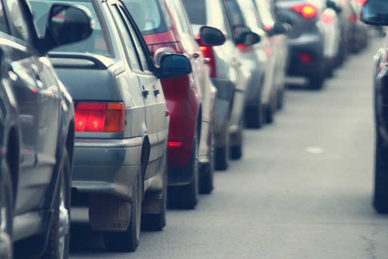 城市道路高峰时间的交通堵塞