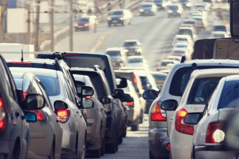 城市高峰时间的交通堵塞