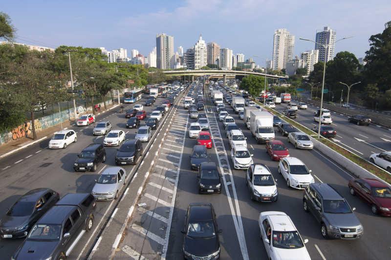 大马路上的交通拥堵