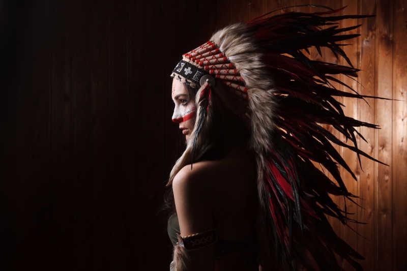 印度妇女的传统化妆和头饰
