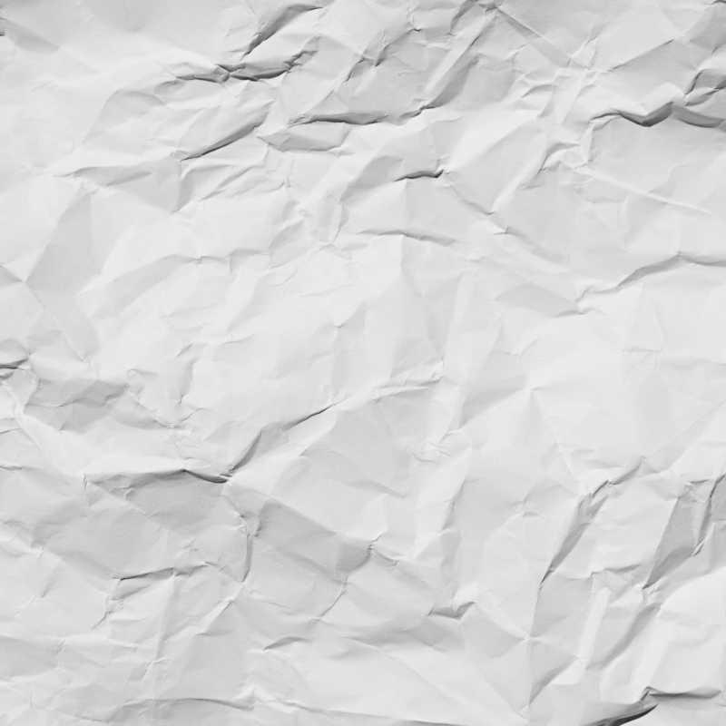 白色起皱的纸张纹理特写