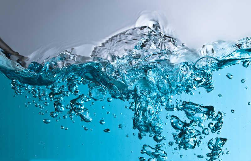 水波与气泡特写