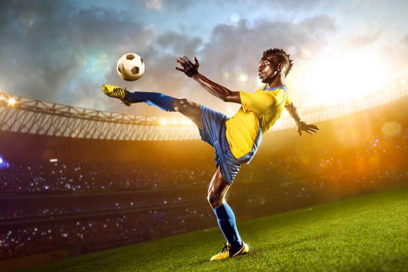 体育馆场里的非洲黑人足球运动员