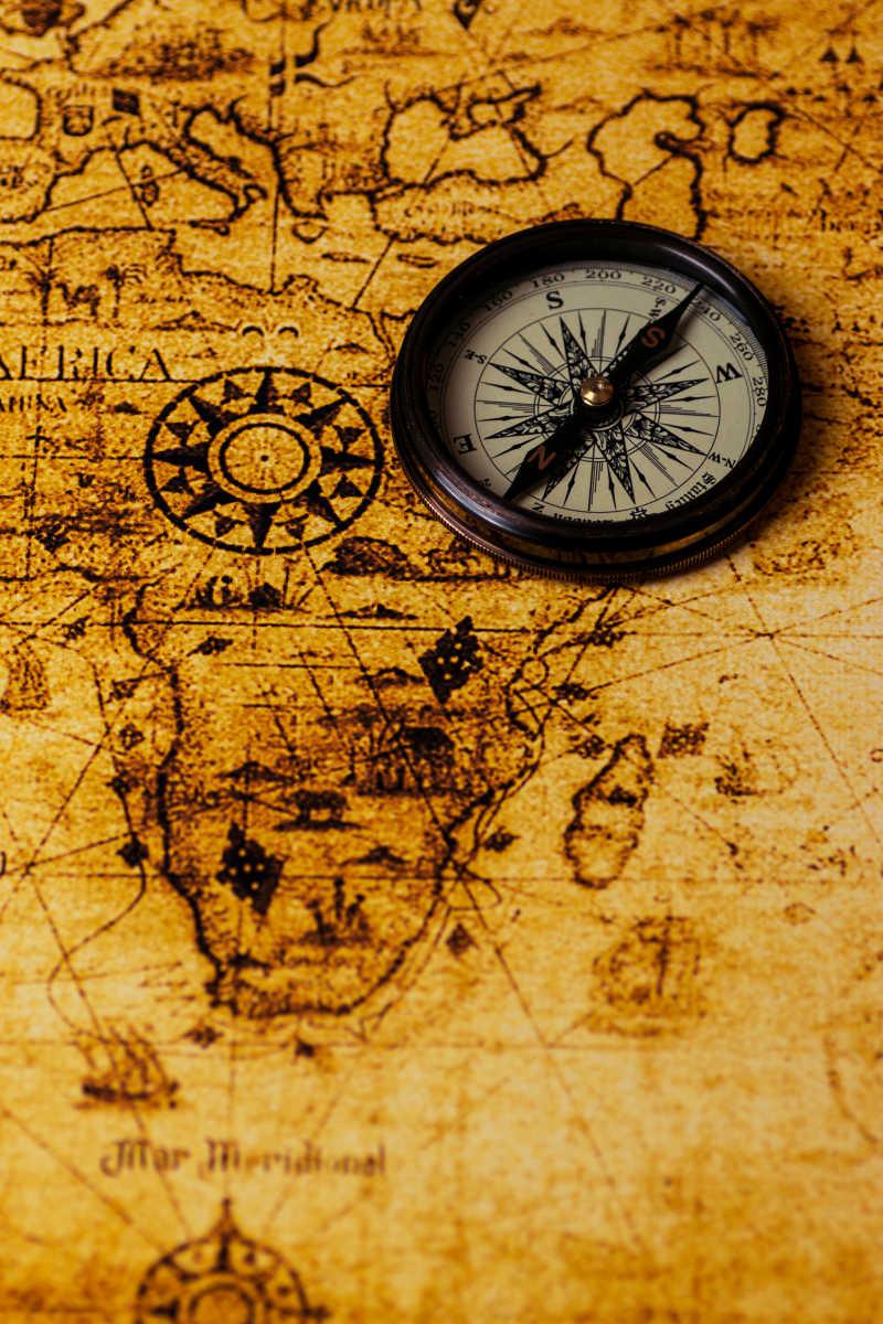 古董世界地图复古指南针