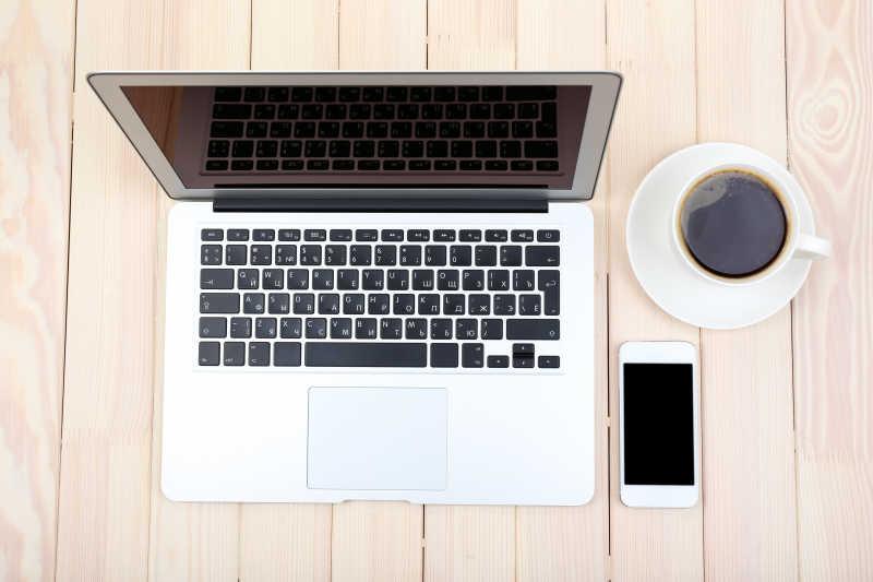 打开笔记本电脑数码平板电脑日记本智能手机