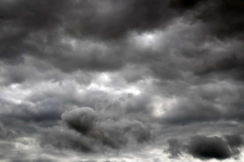 雷雨前的乌云