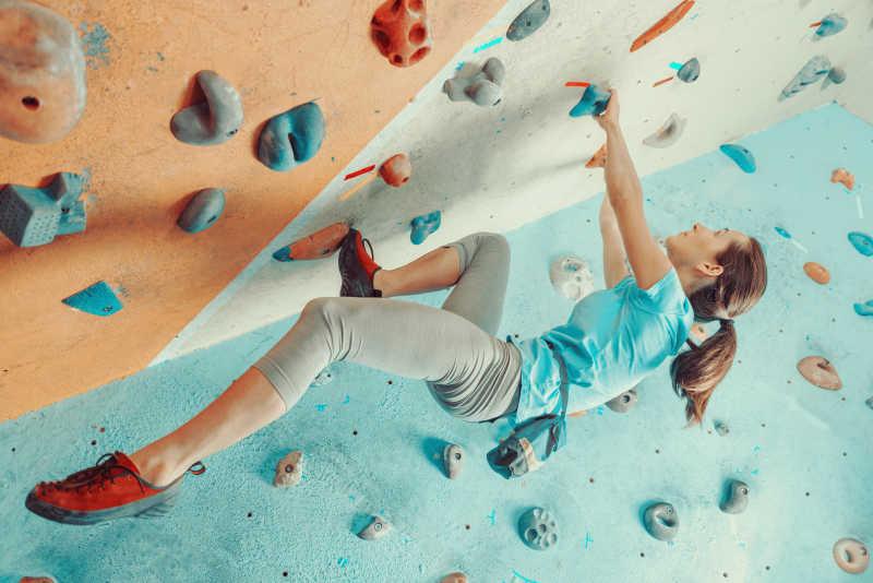 女子攀岩训练