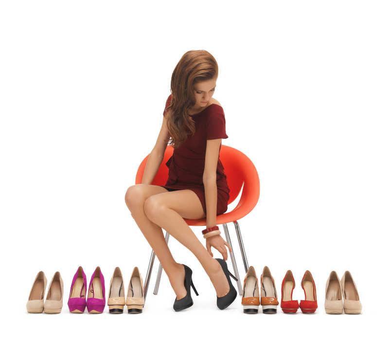 试穿高跟鞋的女人