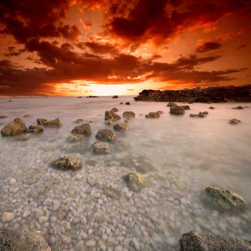 浅滩上的石子