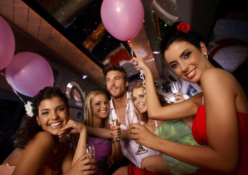 年轻美女的聚会