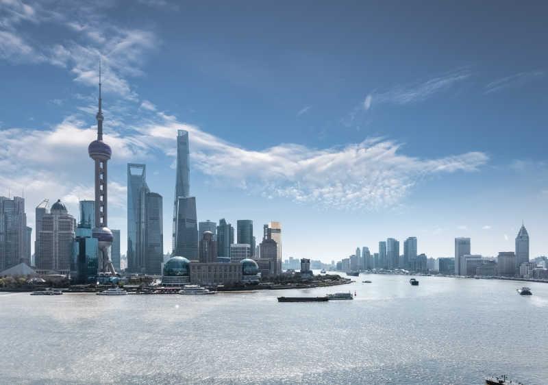 白天的上海天际线