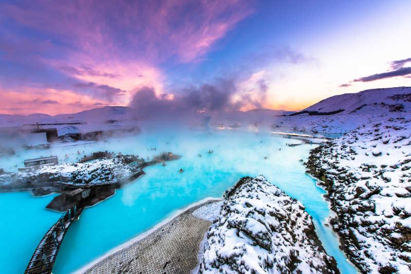 雷克雅未克冰岛附近著名的蓝色礁湖