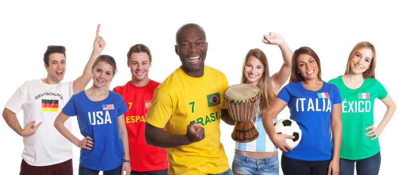 欢呼巴西球迷与鼓和其他球迷