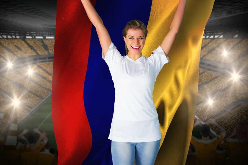 美丽的球迷在白色欢呼哥伦比亚国旗