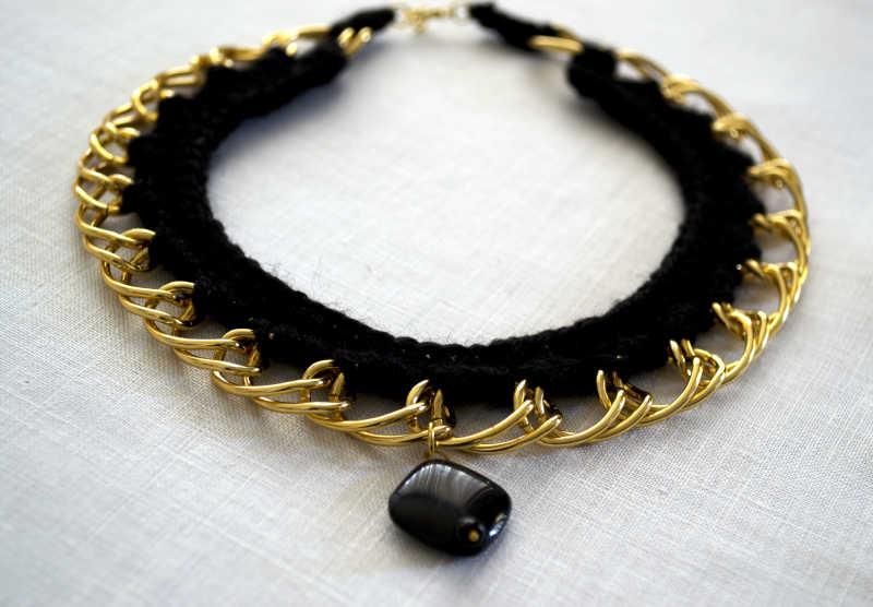 金项链黑色宝石吊坠
