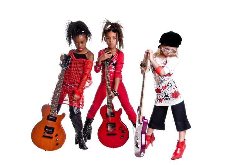 拿着吉他的3个女孩乐队