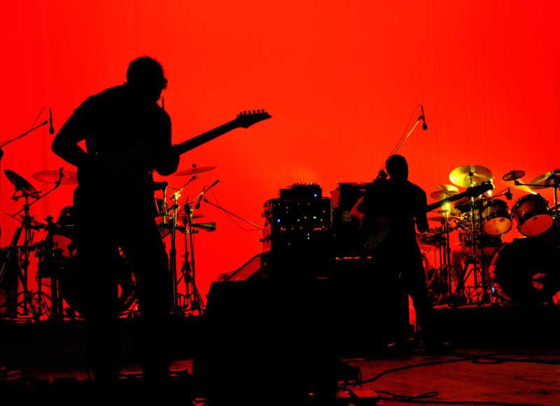 摇滚乐队的红色背景舞台