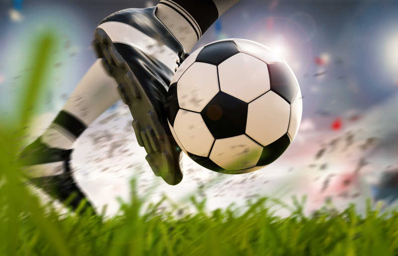 足球运动员做出踢球动作