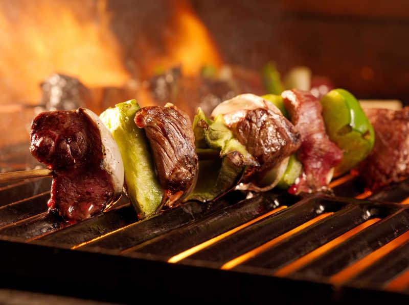 烤架上的肉串