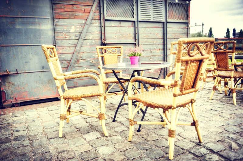 藤木制作的露天咖啡馆座椅
