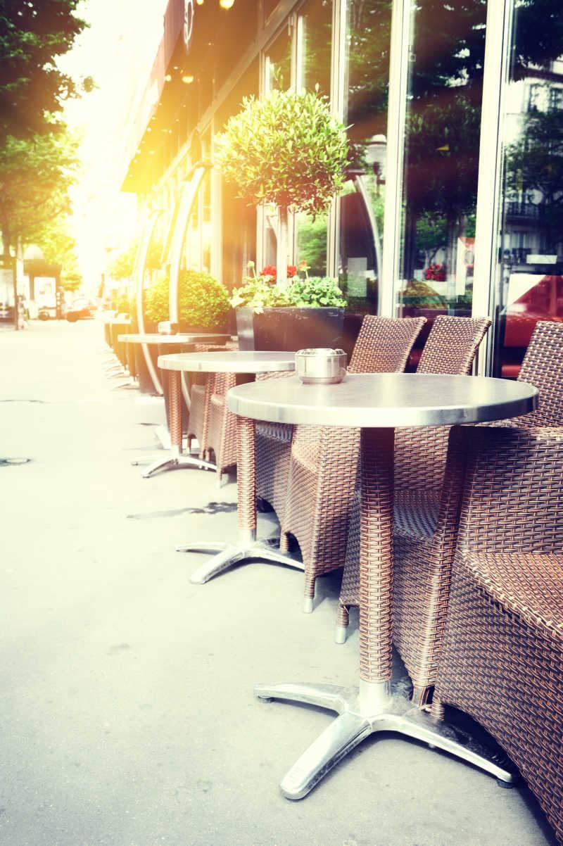 街头咖啡馆座椅