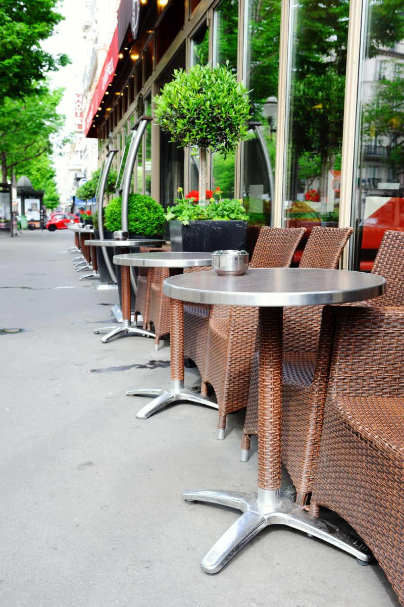 巴黎街头咖啡馆座椅