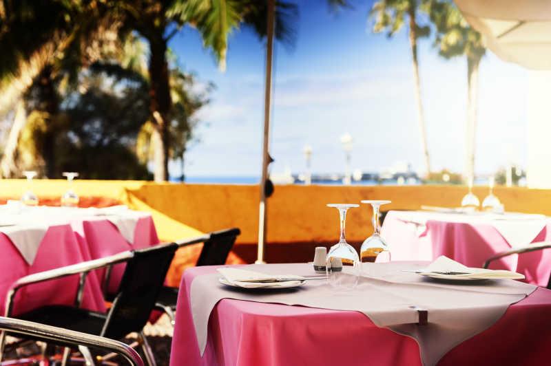海边唯美浪漫的餐厅