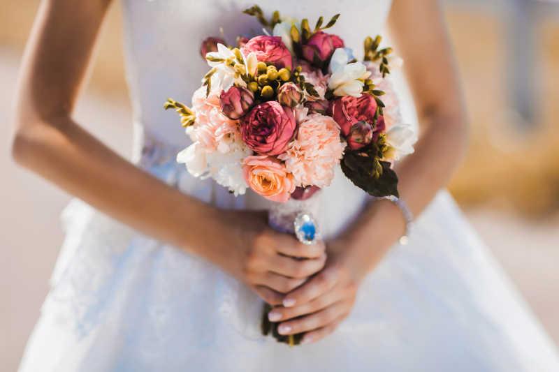 婚礼上的花束和伴娘