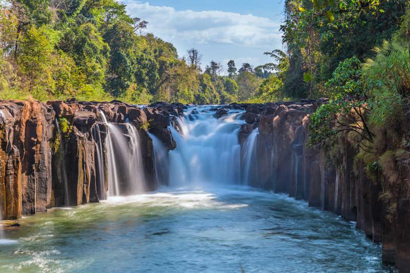 泰德在老挝PHA souam瀑布