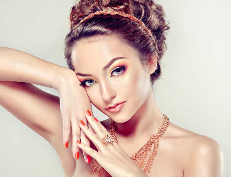 珊瑚化妆和美甲模特