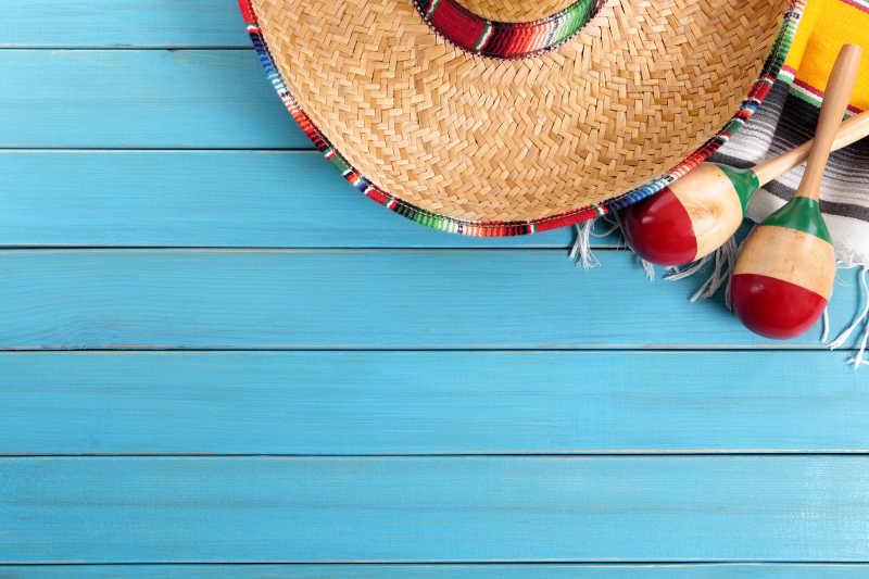 蓝色背景上的草帽