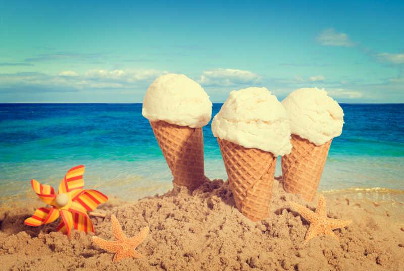 海滩上的香草冰淇淋